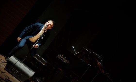 ONE MAN SHOW – stand-up przy fortepianie