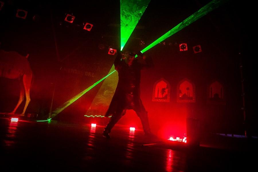 Laser Man Show & Extreme Fakir Show