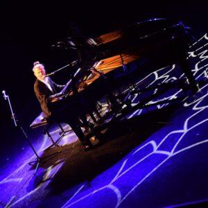 Stand-up przy fortepianie – Adam Snopek